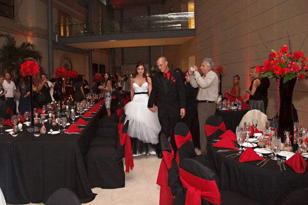 News-Biến-đám-cưới-thành-lễ-hội-halloween-28
