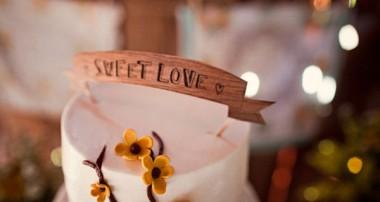 CHỌN WEDDING CAKE TOPPERS CHO BÁNH CƯỚI THÊM Ý NGHĨA