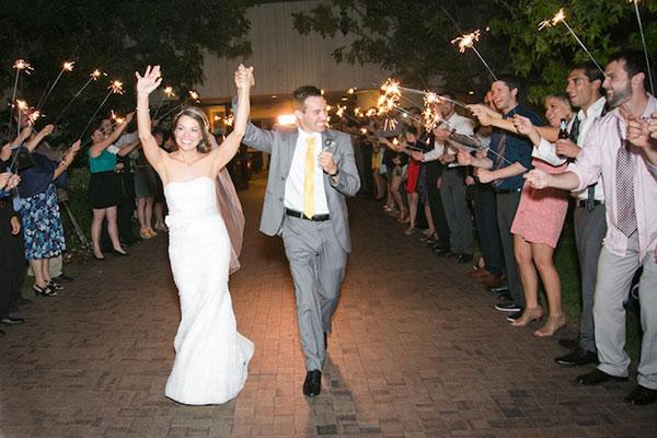 News-Vàng-và-xám-sự-kết-hợp-thú-vị-cho-đám-cưới-hiện-đại-35